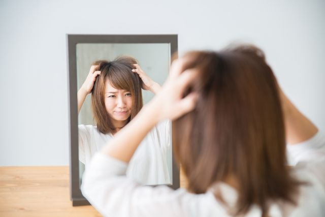 自律神経失調症に悩む女性写真